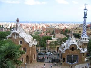 С главной смотровой площадки парка Гуэль открывается захватывающий дух вид на прекрасную Барселону